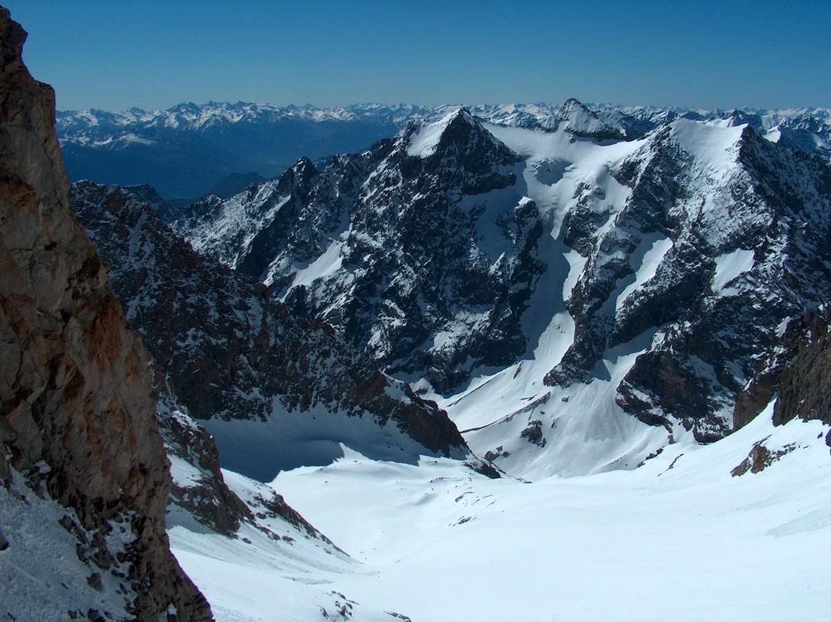 Du Col du Glacier Noir vers le S et le Sélé.