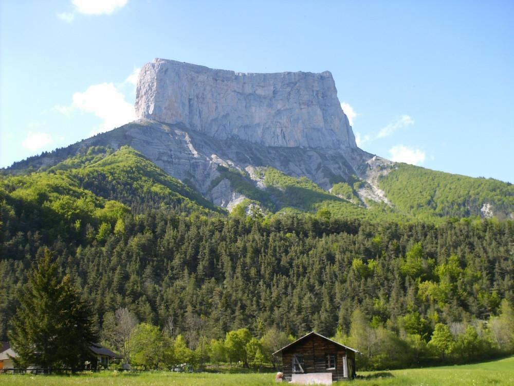 Le Mont Aiguille depuis le hameau de Richardière