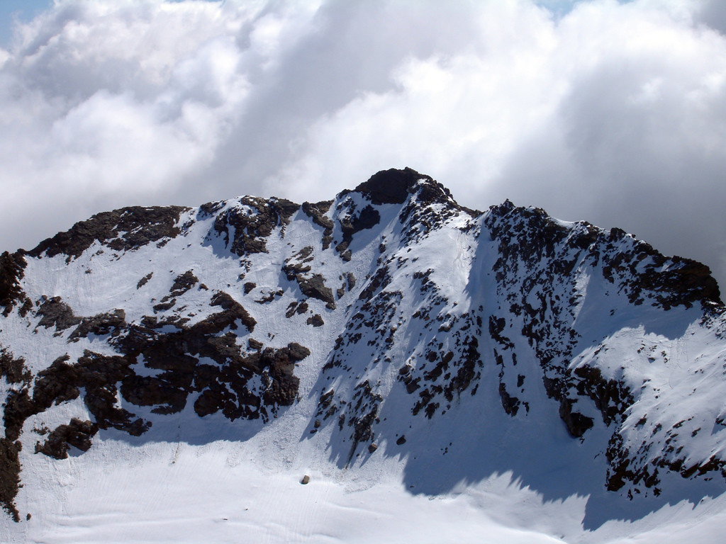 Il Sasso di Conca 3150 m, versante W, nei pressi della quota 3262 m.