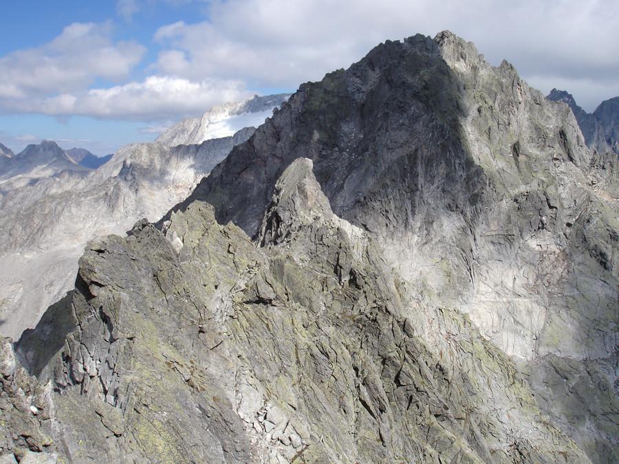 Torrione di Zocca; la vetta dalla cresta SW.