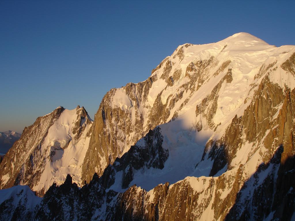Il versante Est del Monte Bianco 4808 m, durante la salita al Col du Diable 3955 m.