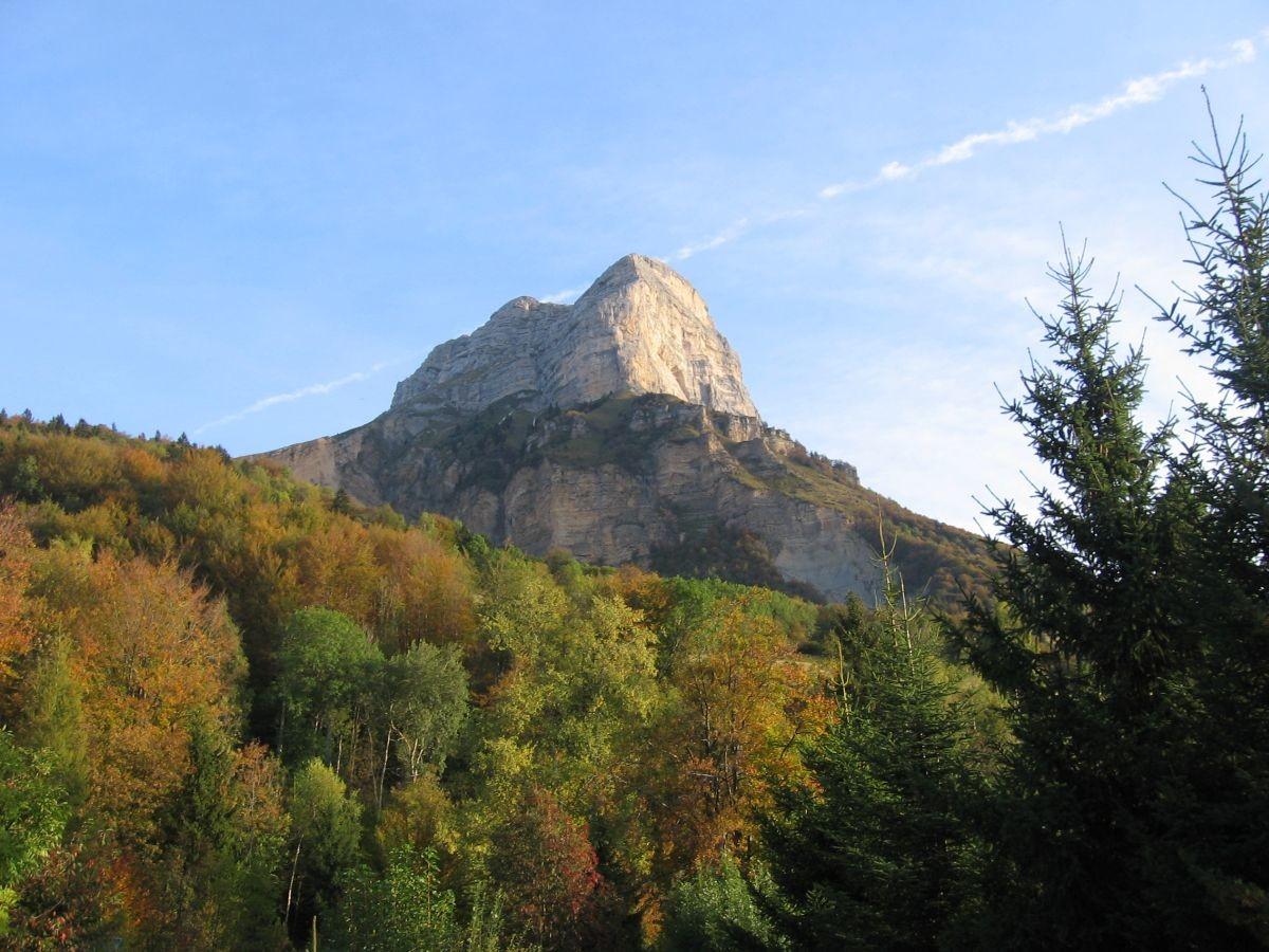 Le pilier Sud au loin par un matin d'automne
