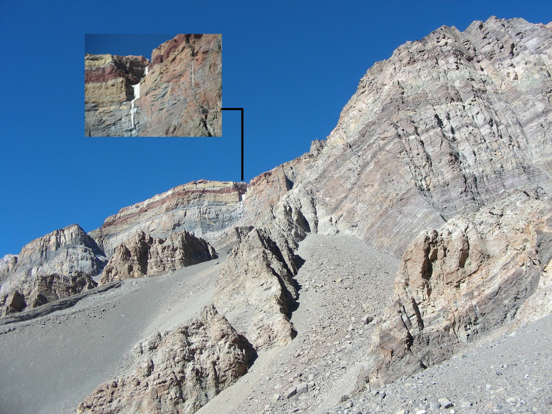 Une belle cascade de glace sur la face WSW de la crête reliant le Cerro Rico et le Cerro Almacenes.