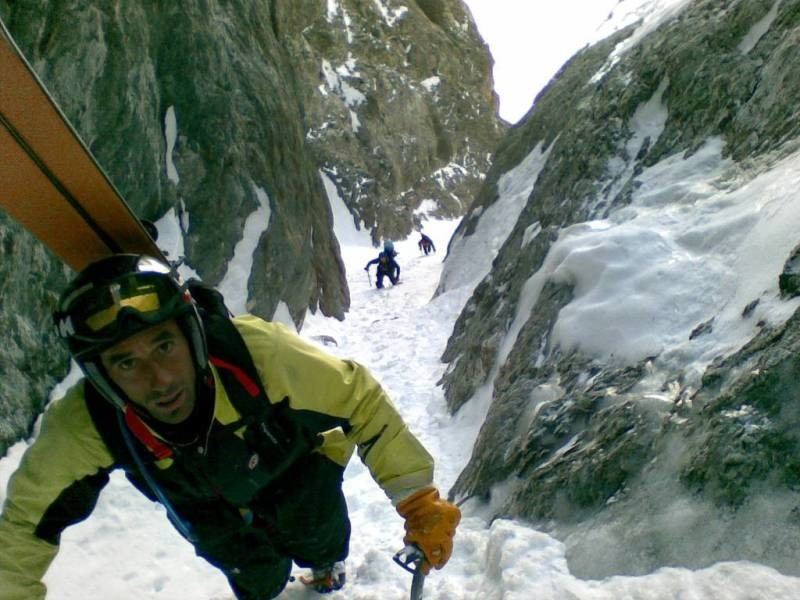 Armet rouge couloir en S : Julien