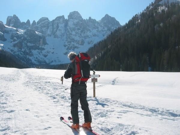 Salendo al Mulaz. Partenza in Val Venegia.
