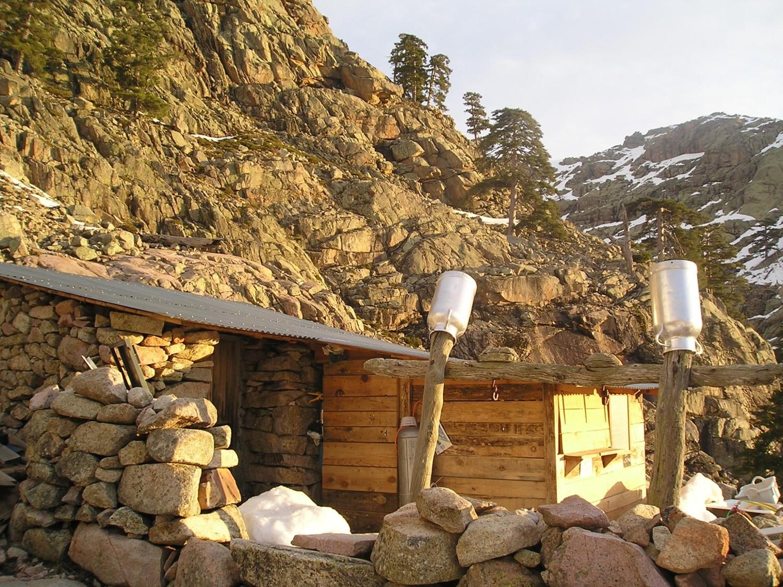 Les bergeries de Radule au petit matin.