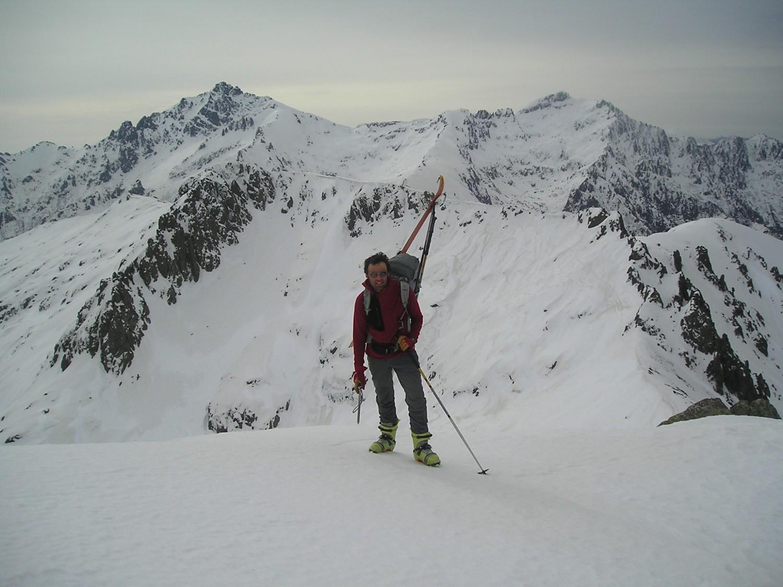 En haut de Pinzi Corbini devant le Monte d'Oro.