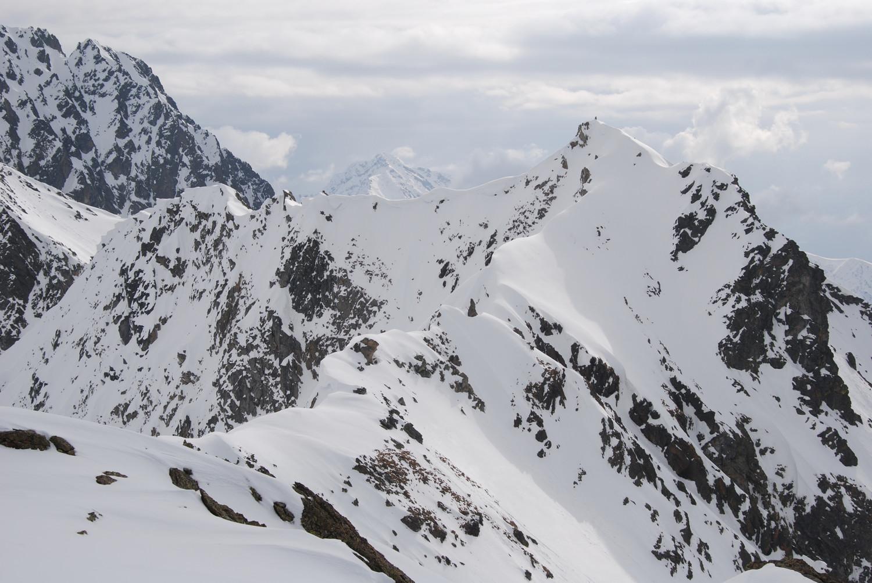 La Cima Nera di Rogneda 2926 m dalla Cima Rossa 2916 m.