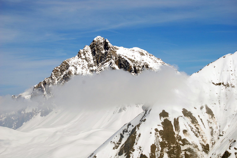Lo svettante Piz Mitgel 3158 m dal Piz Carungas 2622 m.