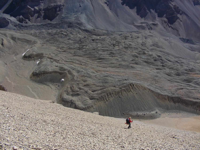 Bajando hacia la Quebrada Blanca, del lado W del Paso Reichert