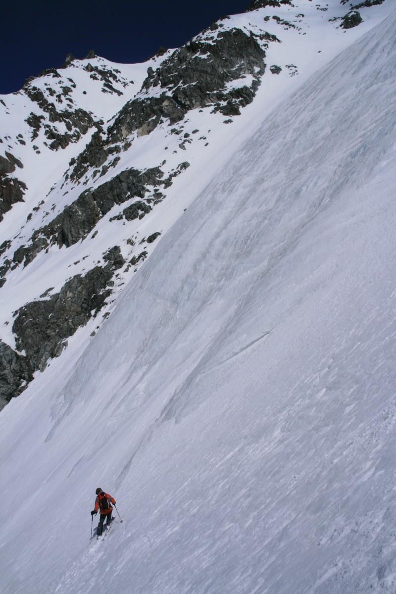 Sylvain sous la langue glaciaire du Glacier Pendant