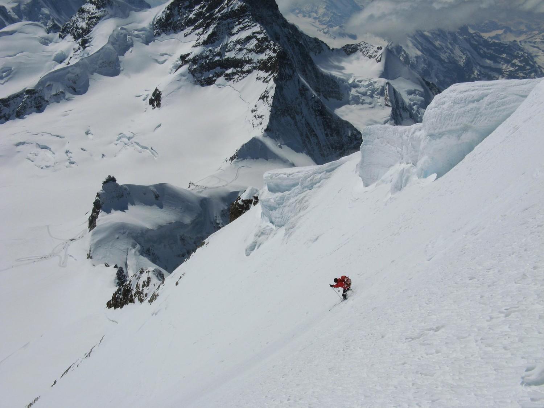 Mönch. Face S avec le Sphinx au Jungfraujoch.