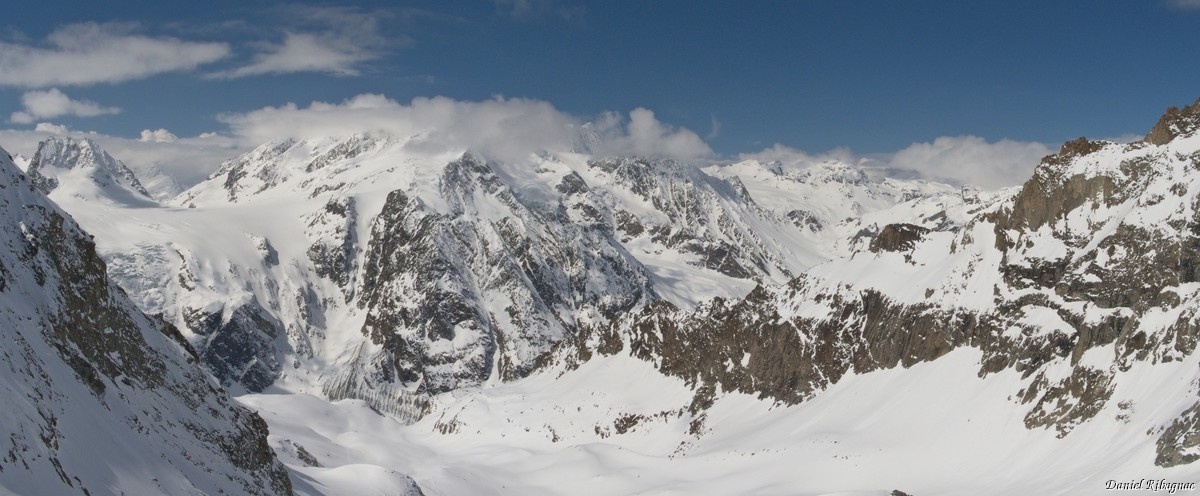 Panorama sur le Pigne d'Arolla depuis la cabane Bertol
