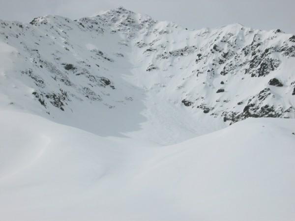 Salendo al Bristen. Parte alta dell'itinerario con la cresta NE a sinistra nell'immagine.