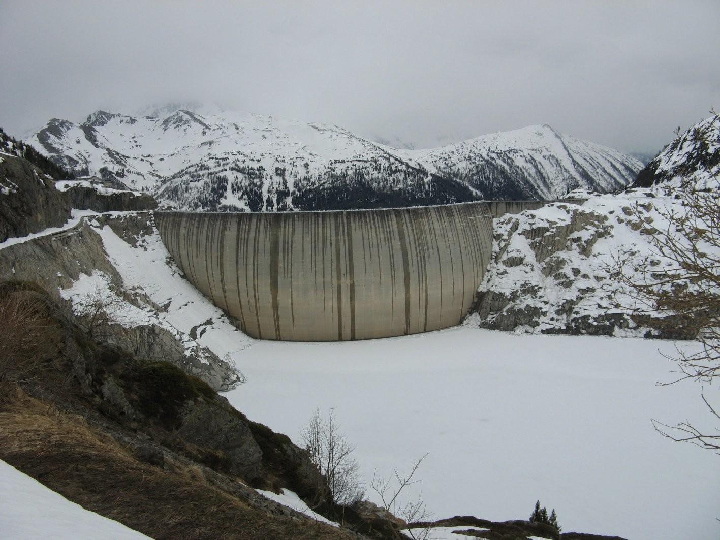 Barrage d'Emosson et le lac vide!