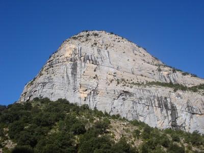 Roca dels Arcs, facette E ; au milieu, entre les 2 écailles, Necronomicon
