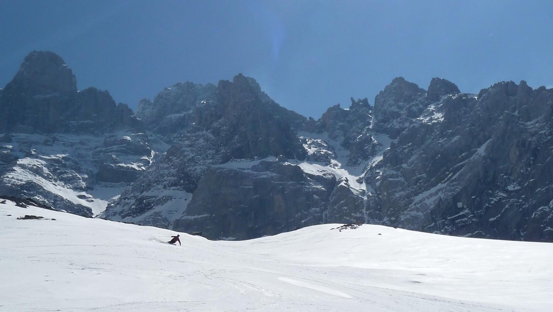 ....Gianca scia su moquette sotto i Dents du Midi....