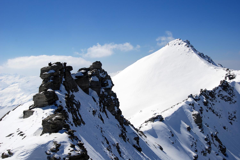 Il Pizzo di Sterla 2948 m a dx il Monte Mater 3025 m.
