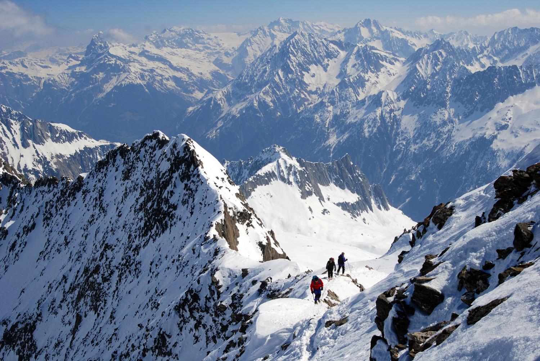 Dalla cima del Rorspitzli 3220 m la crestina finale e vista verso il Tödi 3614 m.
