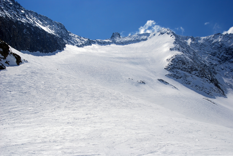 Il Rorspitzli 3220 m al centro ed il Kartigelfirn.