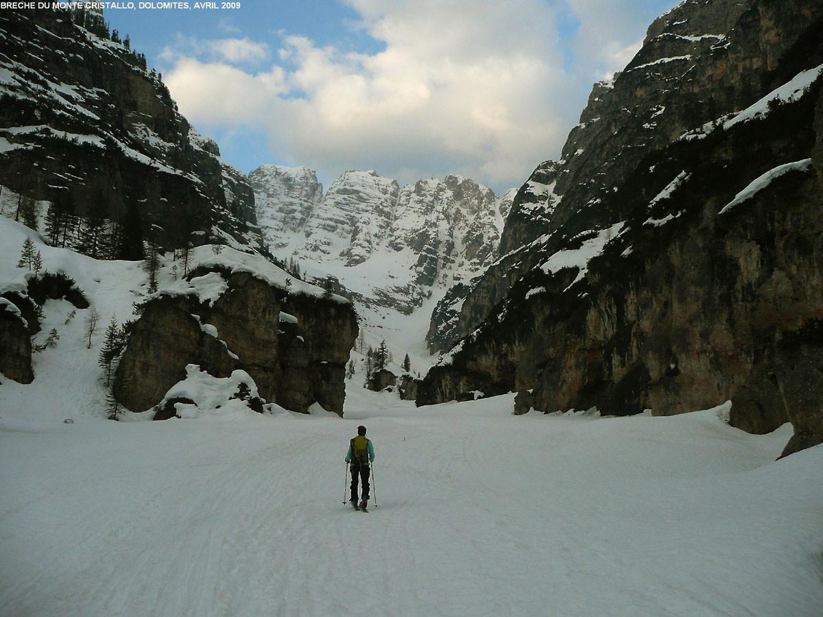 Départ pour la brèche du Cristallo (Dolomites), entrée de la gorge inférieure