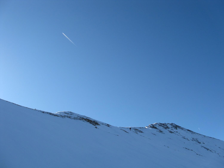 Les Avions : dans le ciel le Madrid-Francfort, sur l'arete le Col des Aravis-Pointe de la Blonnière