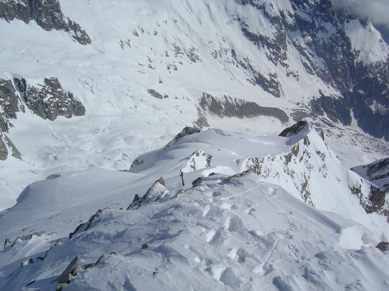 Dépôt des skis, 20m sous le sommet.