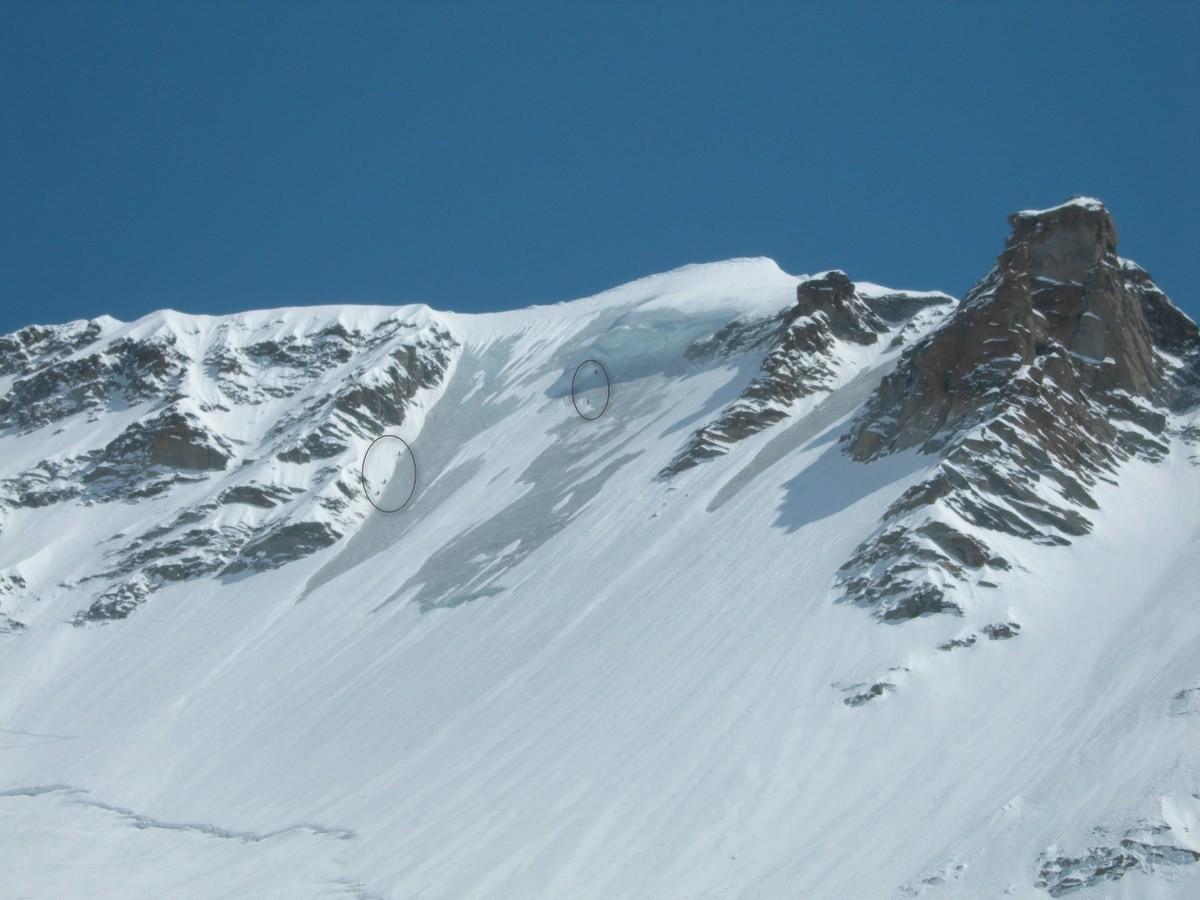 Skieurs dans la voie Bertolone