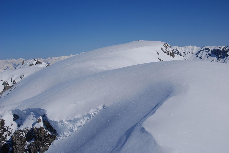 Il cupolone sommitale del Monte Forcola 2906 m, dalla quota 2896 m.