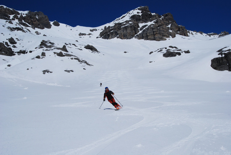 Lorenzo durante la discesa sul firn in Val Cancano.