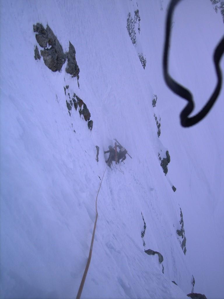 Un passage bien raide... On devine les traces de ski de nos prédecesseurs.