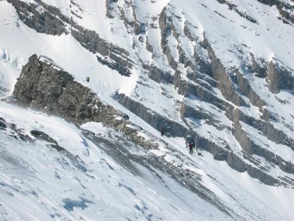 Salendo all'Altes appena dopo il tratto roccioso da superare a piedi.