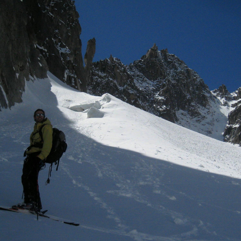 Sur la glacier du Capucin, le couloir en arrière-plan