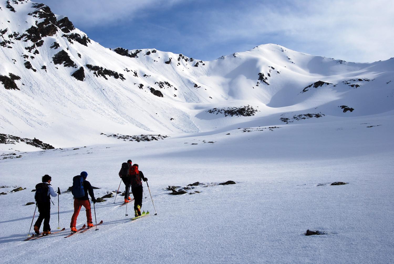 Il Piz Fless 3020 m versante SW durante la salita in Val Gröss