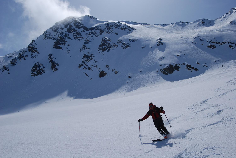 Gianluca con il Piz Fless 3020 m sulla Vedret Valtorta.