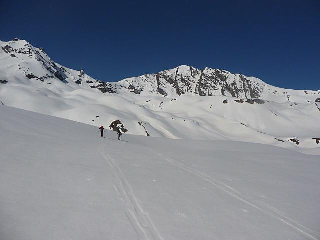 Le plateau de la Sana avec le sommet au fond...on est encore loin...