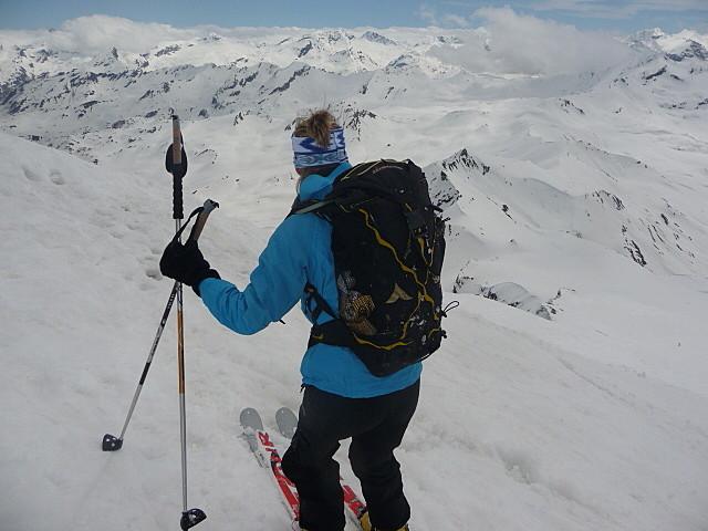 Sandrine au sommet de la Sana , prête pour la descente