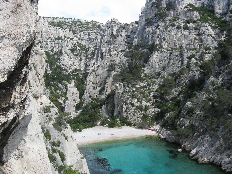 Calanque d'En Vau: ça commence à arriver sur la plage...