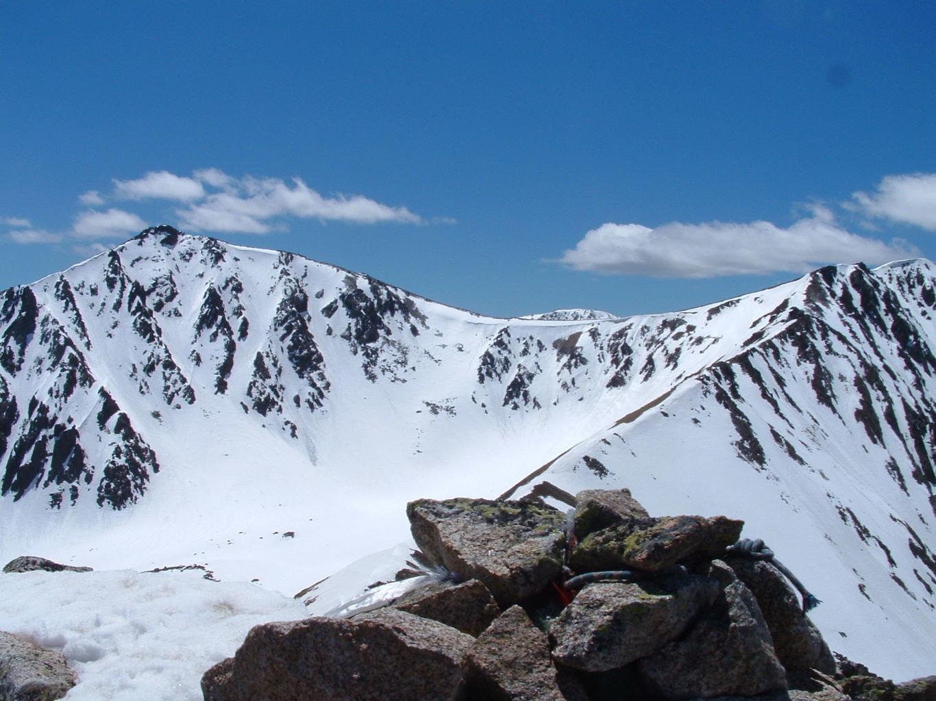 la montée et l'arete vue depuis le Pic De La Mina