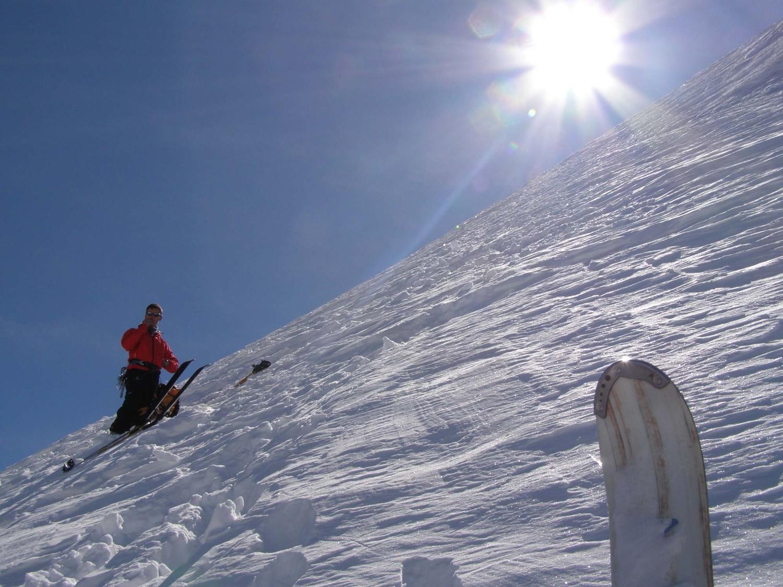 Deposito sci a circa 3500 metri