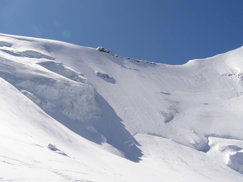 La parete tra Morgenhorn e Wyssi Frau...per chi volesse aggiungere un pizzico di adrenalina è lì a fianco della cima...!
