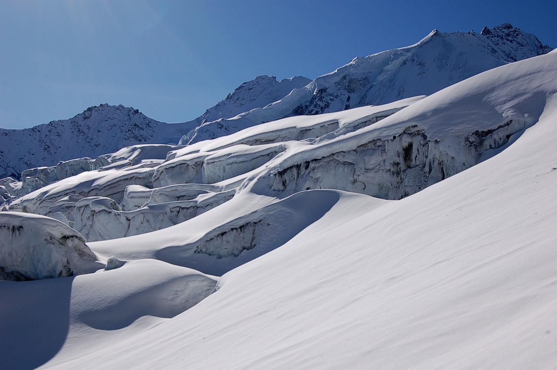 Glacier de Moming, dominé à droite par le Rothorn de Zinal