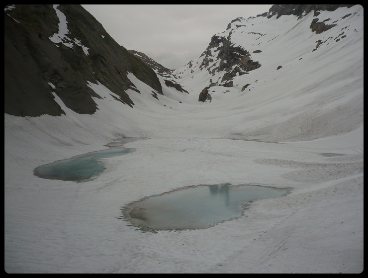 Le lac des Chambres, pas encore le temps de la baignade!