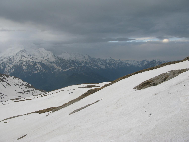 Le massif du Mont-Blanc bien chargé ...