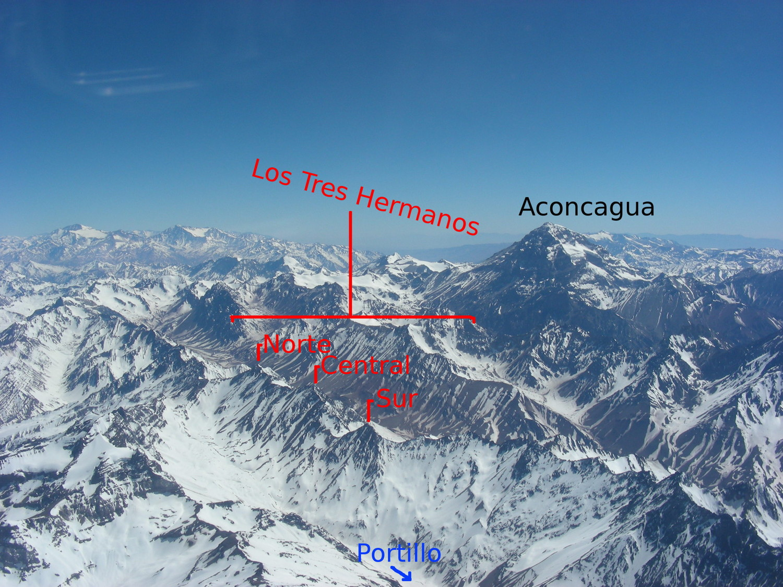 Le Cerro Tres Hermanos vu d'avion (faces W)