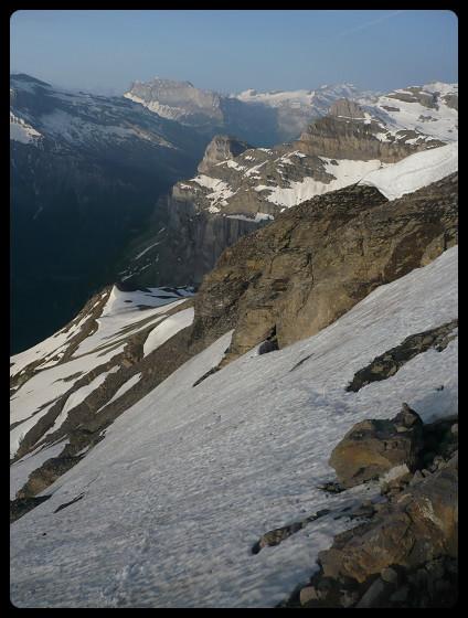 Le parcours qui mène au sommet. Au fond le fer-à-Cheval