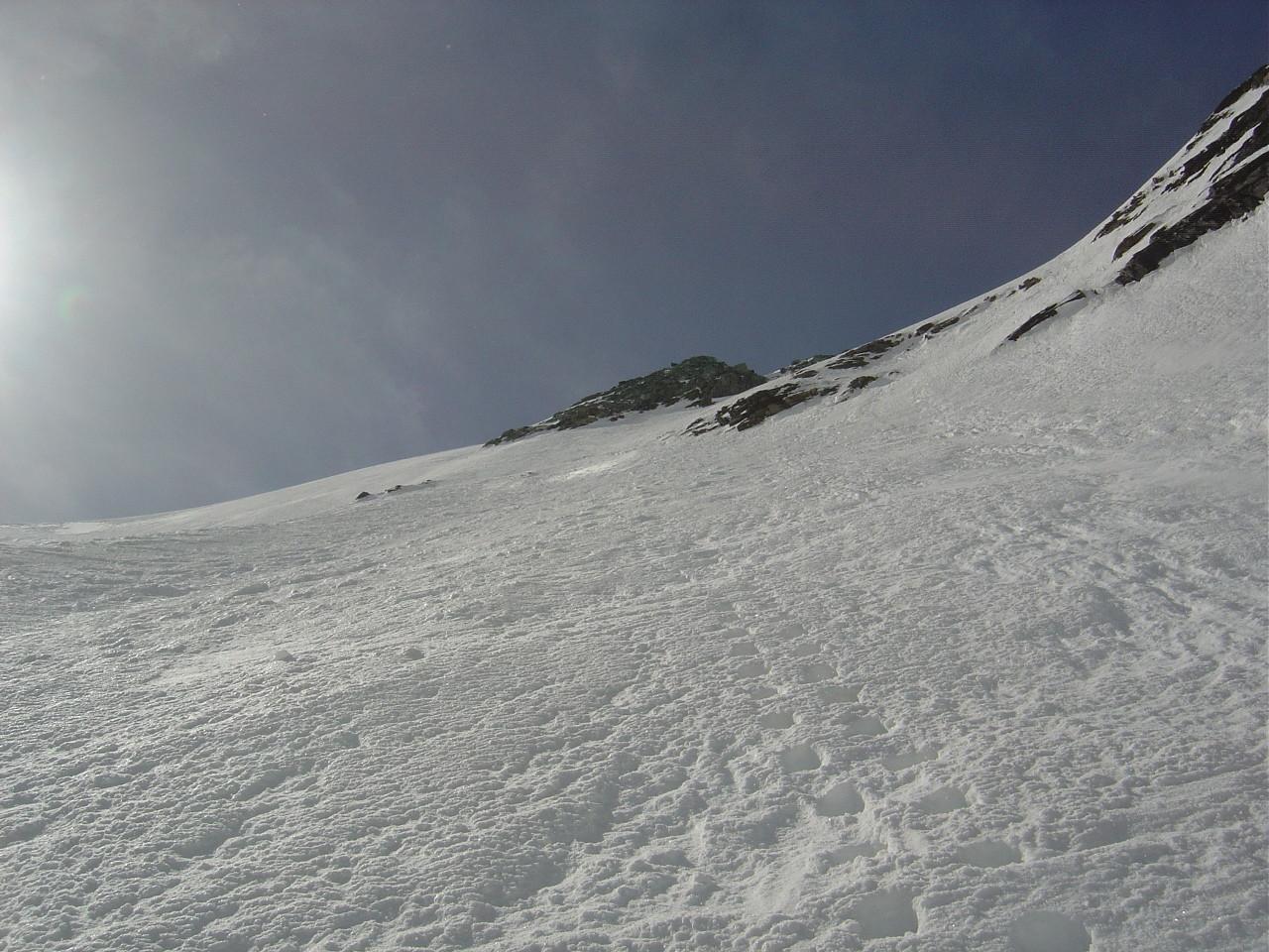 """Après le départ direct du sommet, je rejoins la neige dure de la """"piste""""..."""