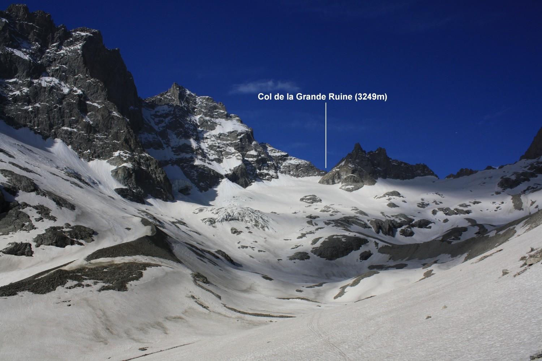 Le Col de la Grande Ruine vu du Vallon du Clot des Cavales
