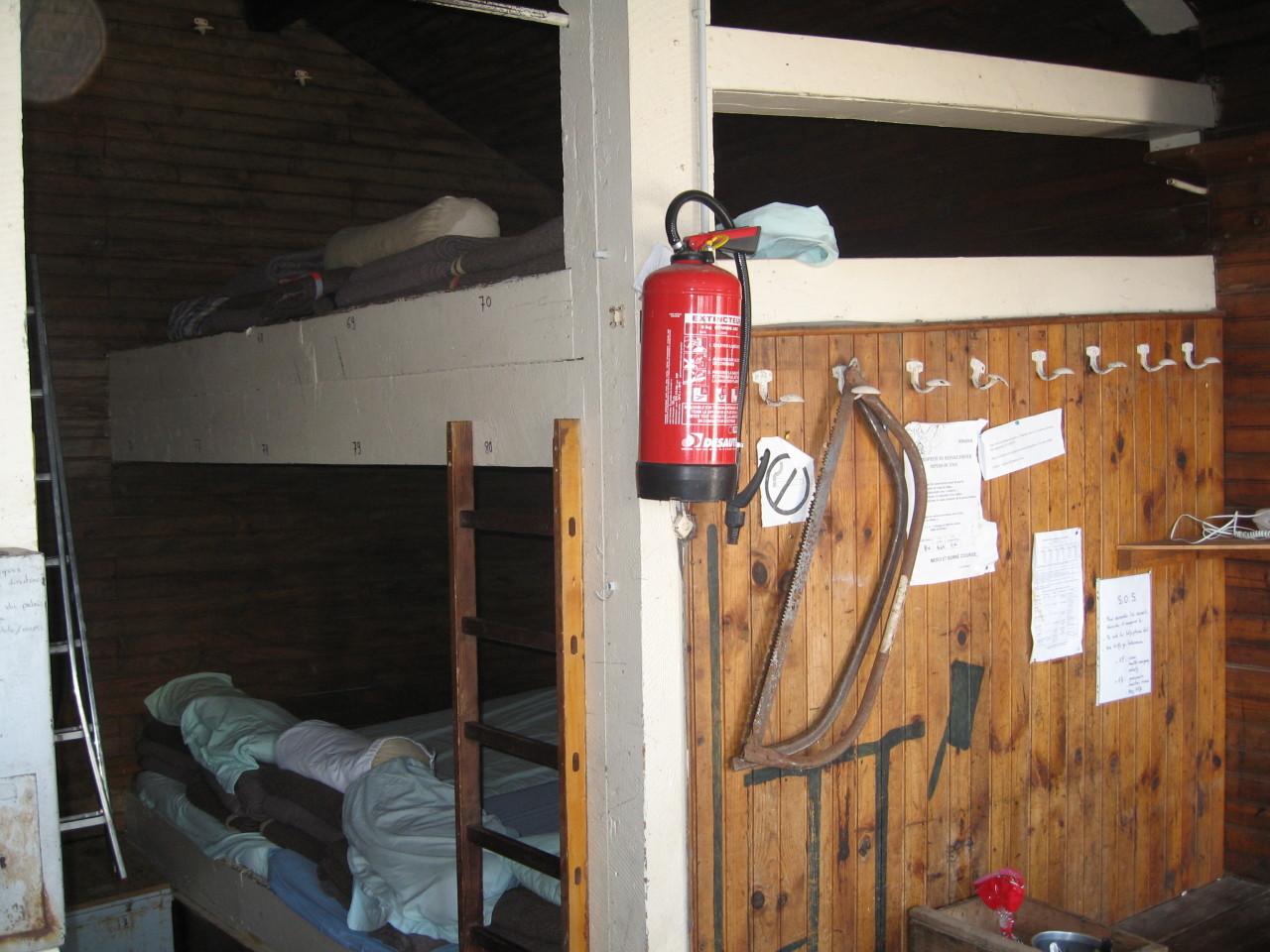 Dortoir du refuge d'hiver de la Selle