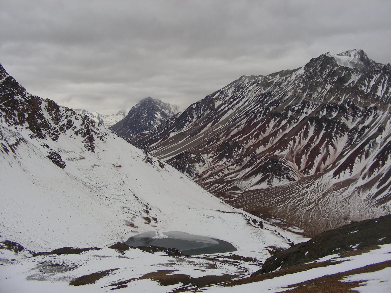 La cara W del Nevado de Matienzo y la Laguna del Potrero Escondido